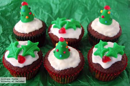 Cupcakes de chocolate y mazapán. Receta de Navidad