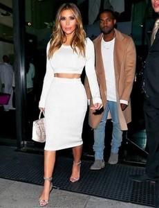 Kanye West y Kim Kardashian fichan a Lana del Rey para su boda a golpe de talonario