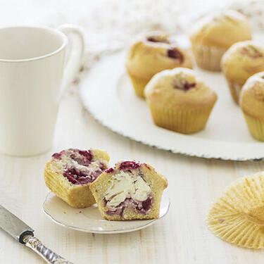 Muffins de frambuesas y corazón de mascarpone: receta que sorprende al primer bocado