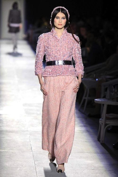 Foto de Chanel Alta Costura Otoño-Invierno 2012/2013: rosa, gris, brillos y nuevo vintage (14/61)