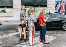 Quizás no te gusten, pero son una tendencia viral: pantalones con franjas laterales