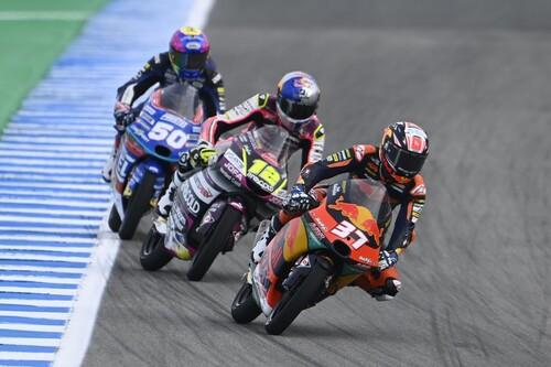 Pedro Acosta entra en la leyenda: gana en Jerez con un recital de adelantamientos y es más líder de Moto3