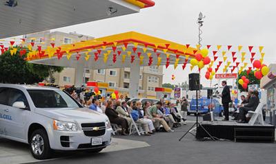 Abren en Los Ángeles una gasolinera que también reparte hidrógeno