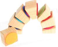 Bloques de madera unidos con fieltro
