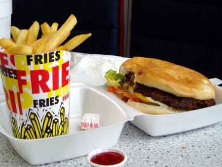 Cuatro buenas razones para no pasarnos con la grasa en la dieta