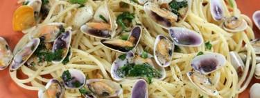Espaguetis con coquinas, para cuando quieres disfrutar de una receta sencilla de pasta