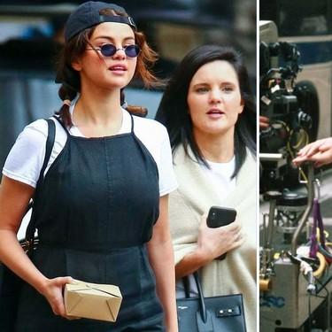 Selena Gomez se marca un lookazo con una camiseta básica bajo un vestido de tirantes como Rachael en Friends: te contamos como lograr el look