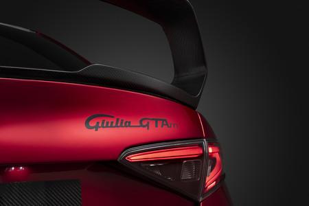 Alfa Romeo Giulia Gta 13