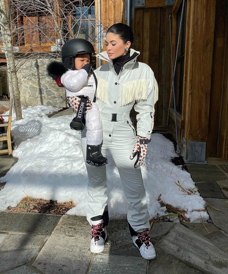 Kylie Jenner Snow Moncler 02