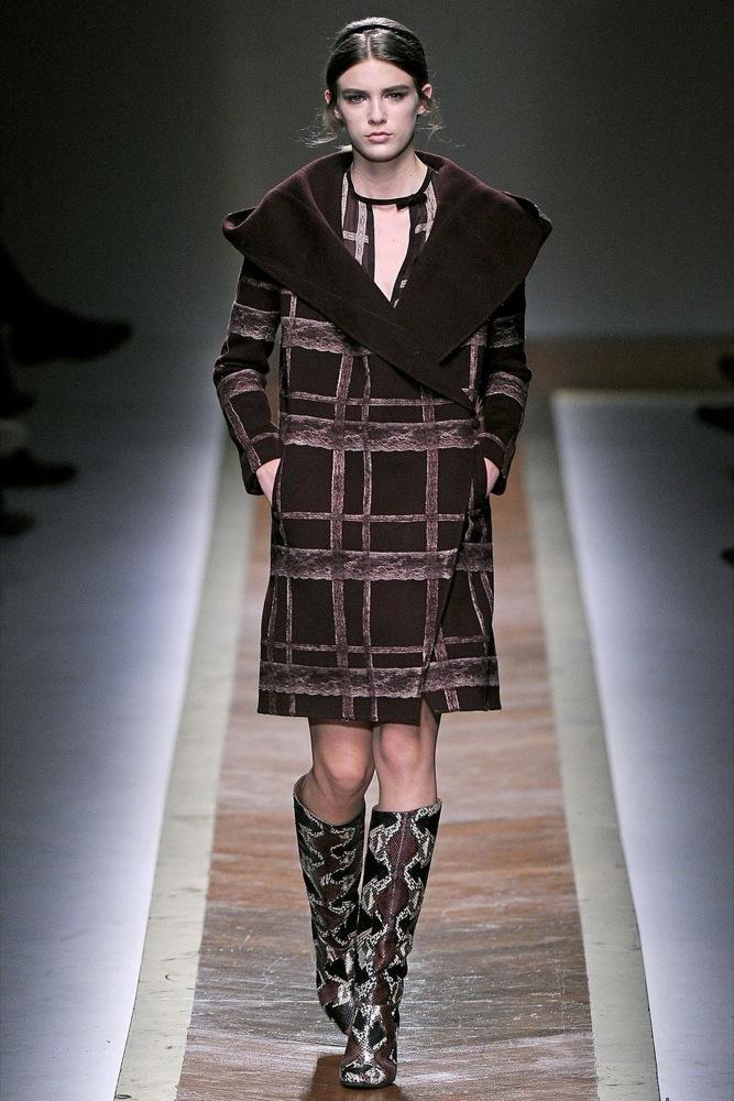 Foto de Valentino Otoño-Invierno 2011/2012 en la Semana de la Moda de París: la moda está triste (22/23)