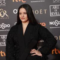 Premios Goya 219: Llegó Rosalía a la alfombra roja con un kimono del tejido más exquisito de todos