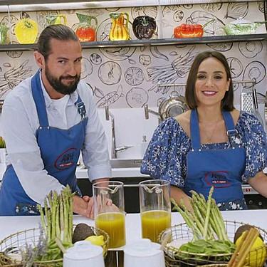 Tamara Falcó inaugura su programa de cocina con la blusa de mangas abullonadas más preciosa y de tendencia