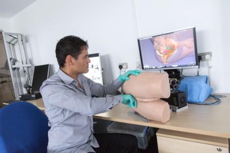 El objetivo de este extraño robot es enseñar a los médicos a realizar exámenes rectales