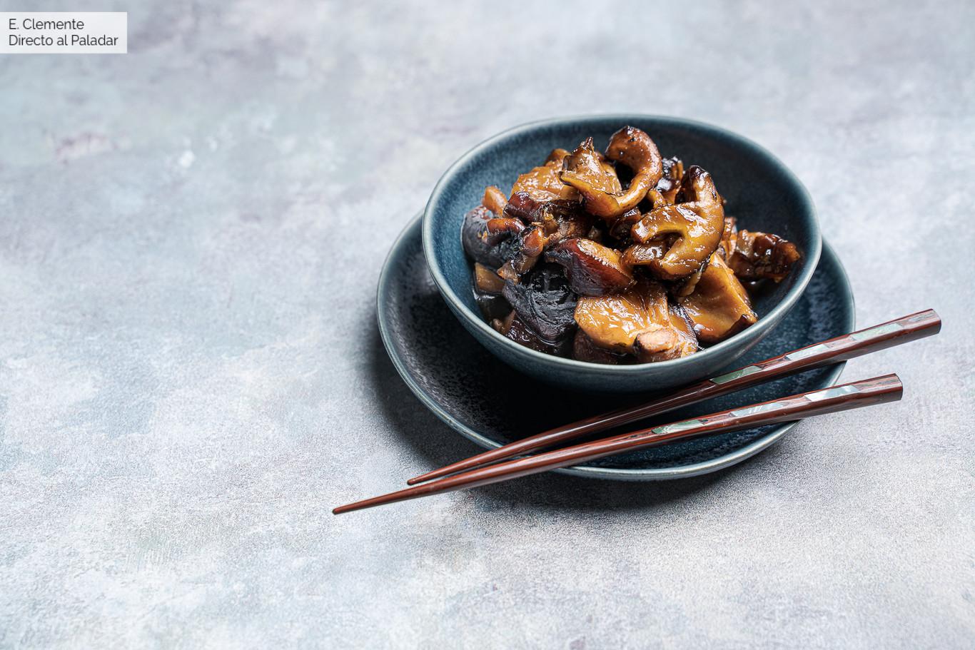 Setas shiitake caramelizadas en salsa de soja: receta de guarnición al estilo asiático