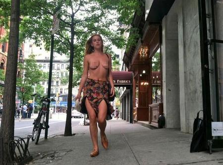 Los topless no le gustan a Instagram