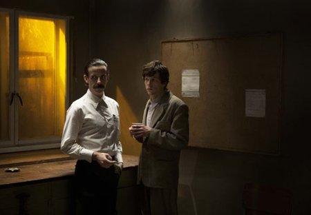Noah Taylor y Eisenberg en The Double