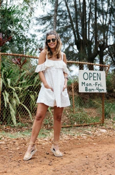 Off Shoulders Dress Zaitegui Kauai Espadrilles Summer Look Collage Vintage White Dress 21 790x1185