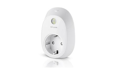 Controlar tu consumo eléctrico y encender a distancia tus dispositivos, sólo te cuesta 17,99 euros con el enchufe inteligente TP-Link HS110, en oferta flash en Amazon