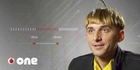 El hombre con una antena en la cabeza que quiere convertir a los humanos en cíborgs biológicos
