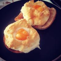 La última tendencia en Instagram son los huevos nube, tan esponjosos que podrían flotar