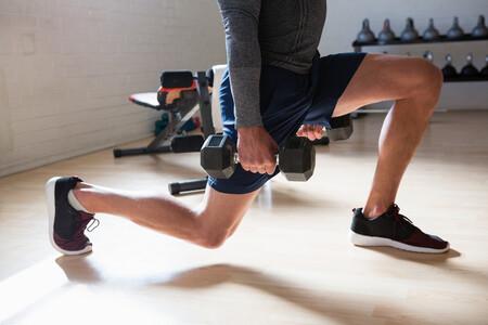 Siete ejercicios compuestos para añadir a tu entrenamiento y entrenar en tiempo récord
