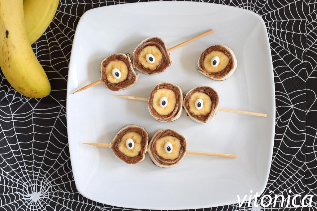 Rollitos de plátano y cacahuete: receta saludable para Halloween (o para cualquier momento)