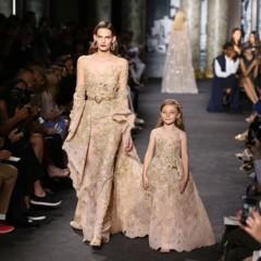 Foto 16 de 18 de la galería elie-saab-viste-de-alta-costura-a-madre-e-hijas en Trendencias