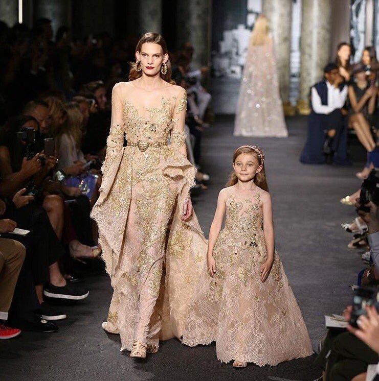 Foto de Elie Saab viste de Alta Costura a madre e hijas (16/18)
