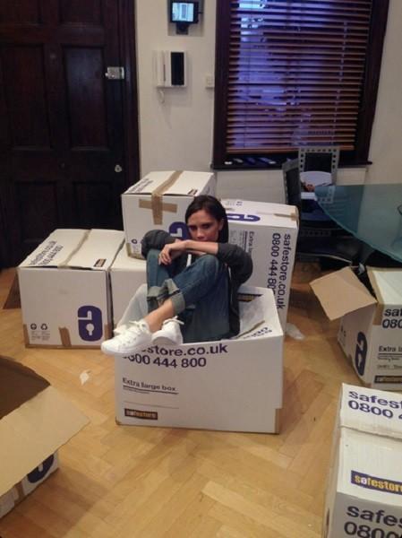 Victoria Beckham sigue haciendo hueco en el armario, ¡y si es para Cruz Roja mejor!