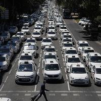 Una parte del taxi en Madrid responde a Uber y Cabify ofreciendo precios cerrados por trayecto