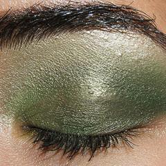 Foto 2 de 4 de la galería look-de-fiesta-ojos-en-verde-y-oro en Trendencias