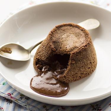 Coulant de chocolate y ron: receta de postre para sorprender