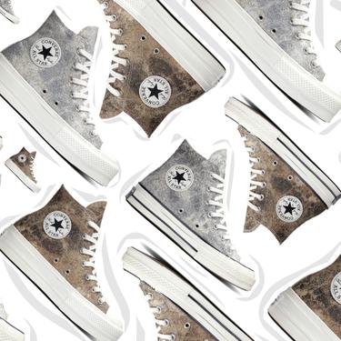 Converse lanza cuatro modelos de efecto desgastado metalizado para dar un toque underground a un estilismo festivo