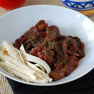 Entrecot saltado con salsa picante y tallarines de tortilla mexicana: receta fusión de cocina iberoamericana