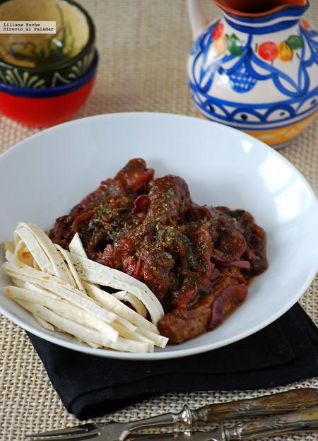 Entrecot salteado con salsa picante y tallarines de tortilla mexicana: receta fusión de cocina iberoamericana