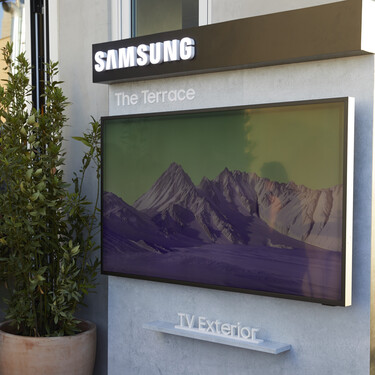 Samsung lanza el primer televisor de exterior diseñado con el que convertir la terraza o el jardín en el nuevo salón
