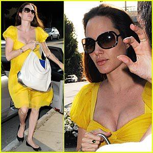 Angelina Jolie de super amarillo