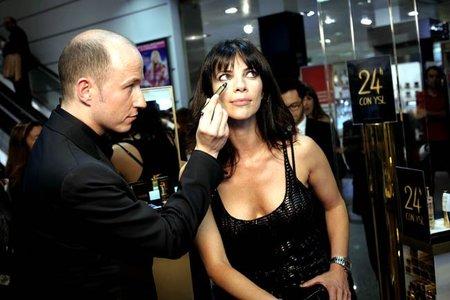 Maribel Verdú con el make up artist internacional Fred Letailleur de YSL