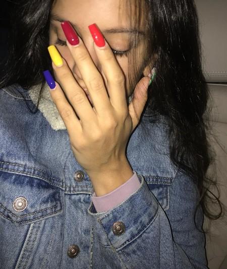 Las uñas multicolor invaden las redes sociales para inspirarte esta primavera 2019