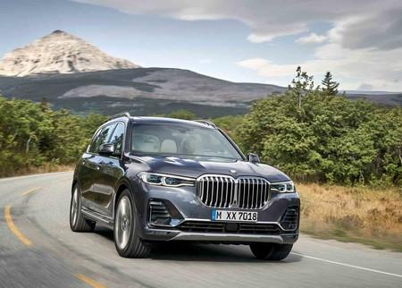 El BMW X7 planta la bandera de Alemania en territorio de Escalade