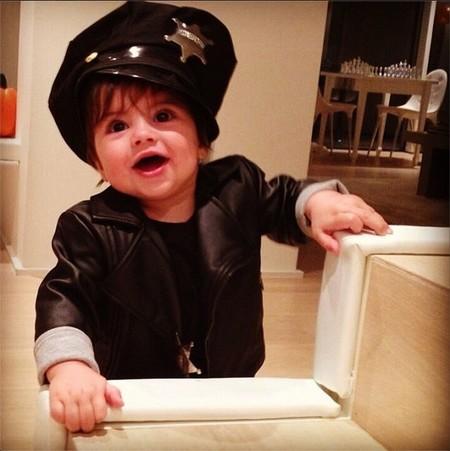 No todo va a ser disfrazarse de cosas feas en Halloween, ¿verdad Milan Piqué?