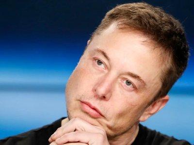 Elon Musk enloquece en Twitter: llama