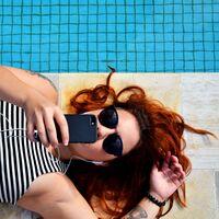 Cuatro fundas impermeables ideales para llevarte el móvil a la playa o a la piscina sin preocupaciones