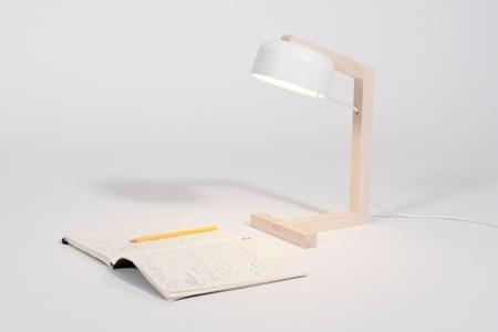 Snövsen, una lampara de mesa minimalista de estilo escandinavo