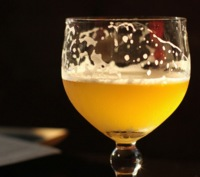 Beber alcohol de forma regular añade diariamente unas 100 calorías extra