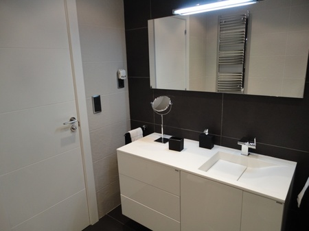Antes y despu s ganando espacio y luz natural for Como modernizar un dormitorio clasico
