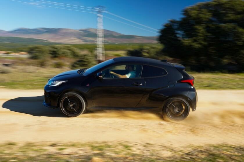 Probamos el Toyota GR Yaris, un tres cilindros supervitaminado y preparado para rallyes