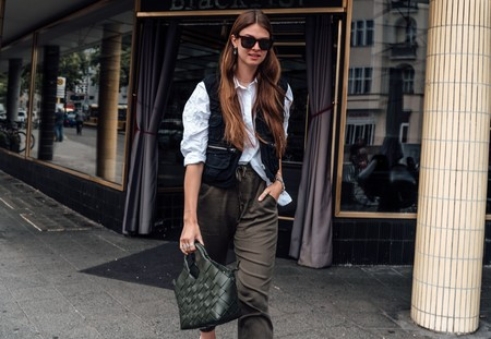 El look de pesca es tendencia: siete chalecos utilitarios y llenos de bolsillos para copiar al street style