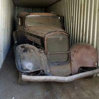 Abrió un contenedor y encontró un Buick guardado hace más de 40 años