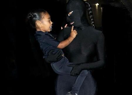 Kim Kardashian se convierte en la protagonista de una película sado con este look tan loco de Balenciaga